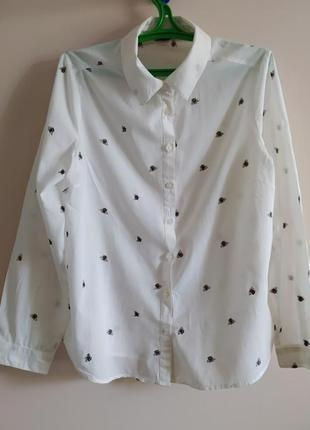 Белая рубашка в принт пчёлки 100% хлопок