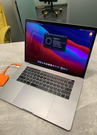 "MacBook Pro 2017 15"" MPTU2LL/A"