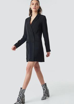 Двубортное платье пиджак оверсайз кроя на пуговицах