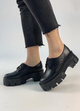 Черные кожаные туфли - ботильоны на толстой подошве!