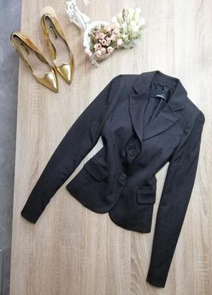 Весенний серый женский пиджак жакет mango приталеный s класика