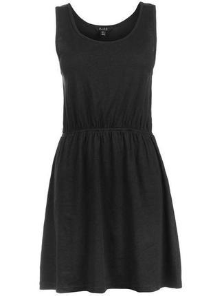 Черное платье без рукава miso