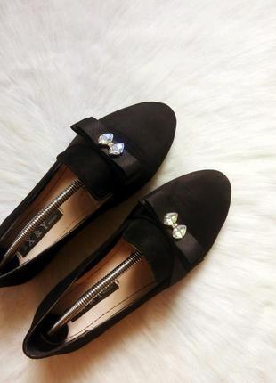 Черные замшевые мокасины балетки туфли с бантиком стразами кам...