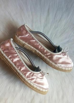 Розовые атласные блестящие мокасины балетки эспадрильи на плет...