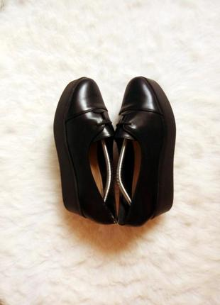 Черные кожаные туфли мокасины на высокой платформе танкетке со...