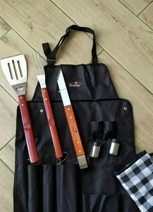 Набор кухонных принадлежностей для барбекю и гриля.