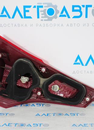 Фонарь внутренний (крышка багажника) правый Toyota Rav4 13-15 дор