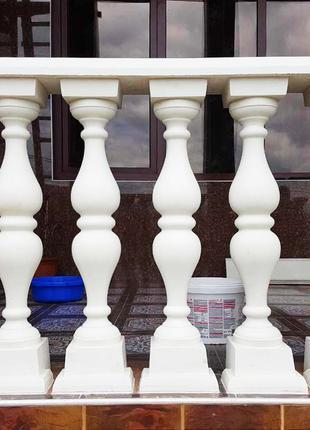 Балясина симметричная под мрамор белая глянцевая