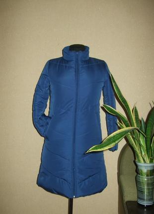 Теплое пальто изумительного синего цвета in extenso