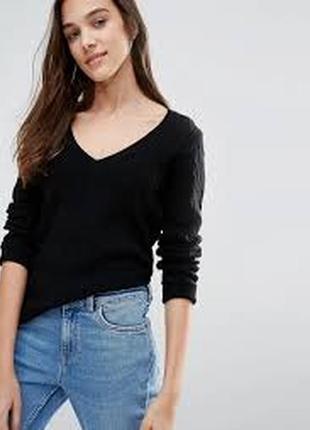 Черный базовый свитерок с v образным вырезом