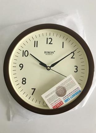 Часы, коричневые круглые часы, новые часы, настенные часы.