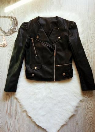 Черная короткая куртка кожанка косуха с карманами поясом рукав...