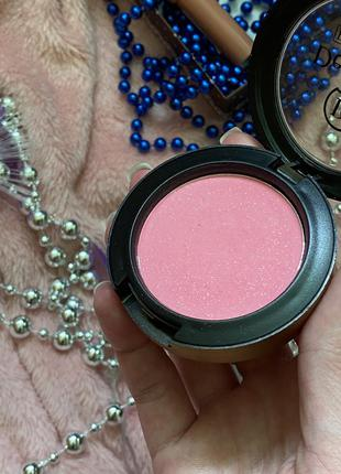 Румяна хайлайтер пудра блёстки нежно розовые рожеві
