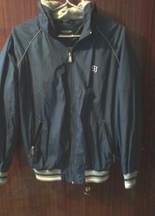 Легкая куртка с капюшоном sorbino