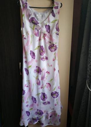 Нежное платье с фиолетовыми цветами