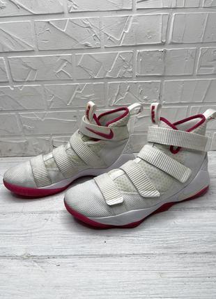 Баскетбольные кроссовки at nike lebron zoom