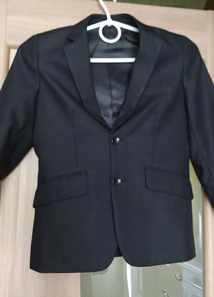 Черный пиджак на мальчика