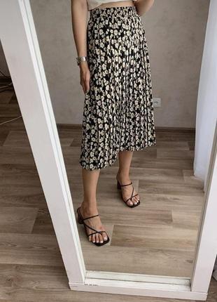 Качественна цветочная миди юбка плиссе. бежево-черная  юбка плисс