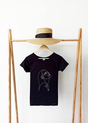 Черная футболка с принтом женская футболка приталенная