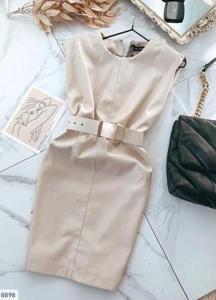 Платье с поясом из эко кожи