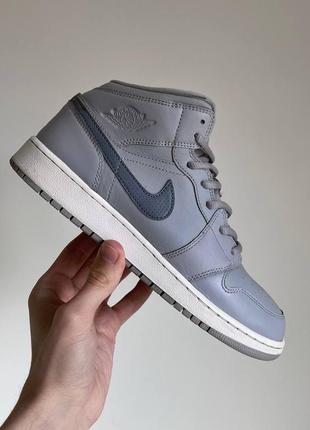 Оригинальные кроссовки nike air jordan 1 retro mid