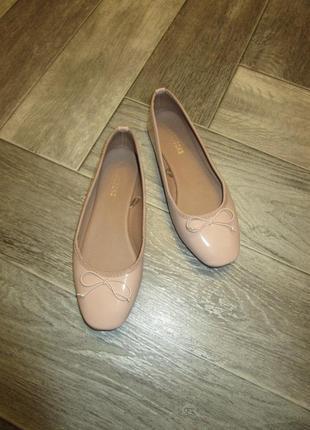Нюдовые балетки