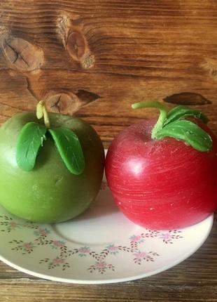 Набор из двух свечей-яблок.