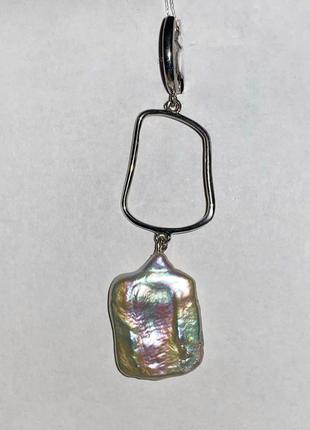 Длинные серебряные серьги с прямоугольным барочным жемчугом