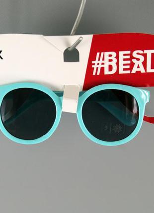 Стильні дитячі сонцезахисні окуляри бренду c&a