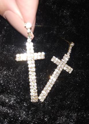 Блестящие серьги кресты золотые с камнями + видеообзор