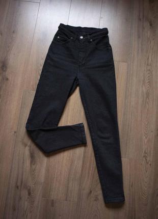 Вузькі чорні джинси висока посадка