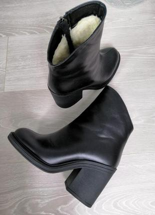 Женские ботинки на удобном каблуке
