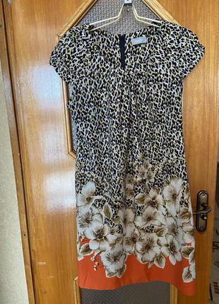 Лёгкое, воздушное платье с красивым принятом wallis