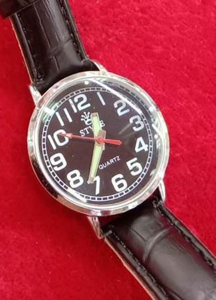 Часы женские с черным циферблатом