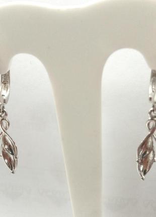 Серебряные женские серьги с подвеской зерно