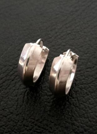 Серебряные женские серьги конго с ребром