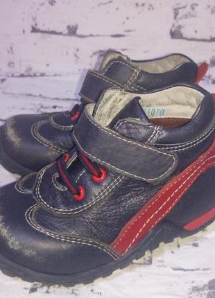 Демисезонные ботинки на липучках 23-24 размер.