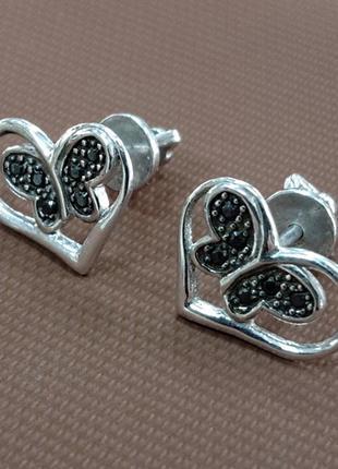 Женские серебряные серьги - гвоздики бабочка в сердце с вставками