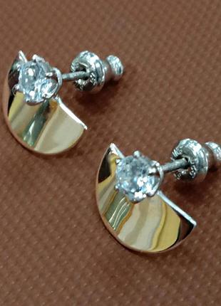 Женские серебряные серьги гвоздики с вставкой фианита и золотой
