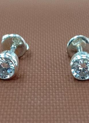 Женские серебряные серьги - гвоздики с закатанным фианитом