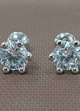Женские серебряные серьги - гвоздики с фианитом на закрепах