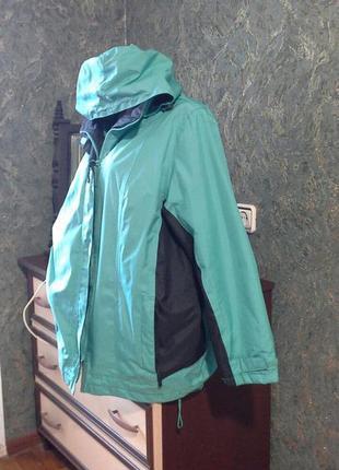 Бирюзово- черная длинная куртка  на кулисках  липучках с капюш...
