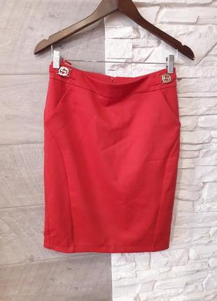 Красная юбка карандаш в офис