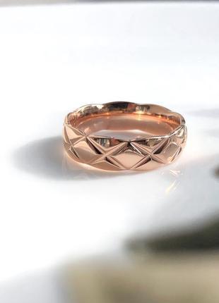 Кольцо в золоте женское