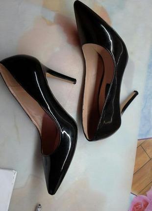 Черные кожаные лаковые туфли лодочки высокий каблук шпилька  d...