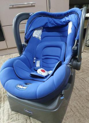 Автокресло Chicco для ребенка с рождения  до года.