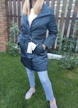 Куртка теплая женская удлиненная с капюшоном.