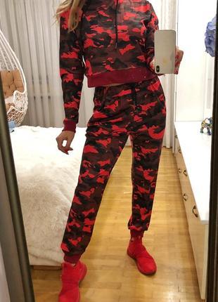 Красный камуфляж спортивный костюм размер м