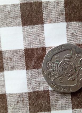 Монета twenty pence