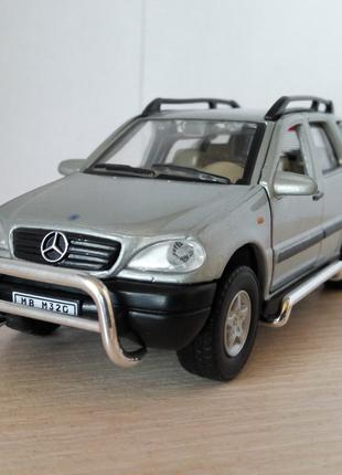 Модель Mercedes Benz ML 320 Cararama/Hongwell, масштаб 1:43